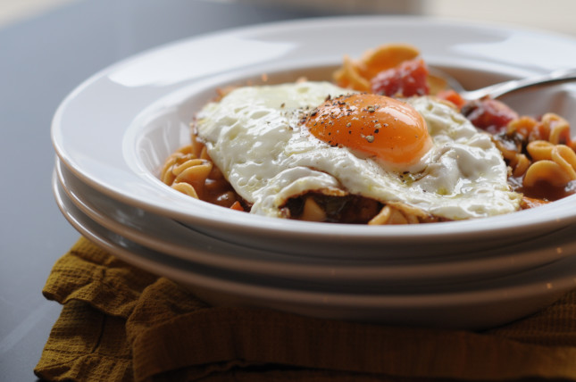 Quick Italian stew with fried eggs