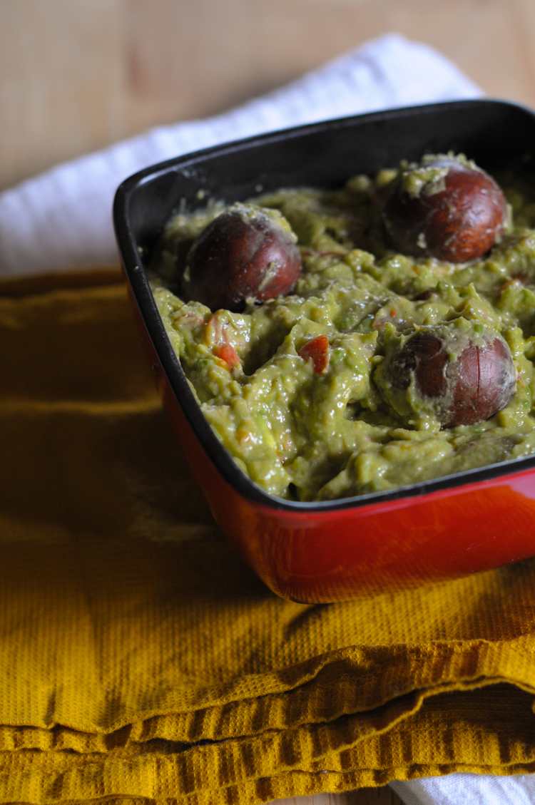 Just in time for Cinco de Mayo you can make a fabulous bowl of creamy goodness with 5 easy hacks. The perfect bite of guac is now even more accessible! @heathersdish
