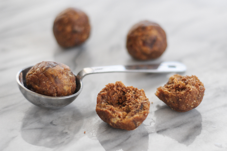 Chocolate Peanut Butter Energy Bites from @minimalistbaker are the key to getting that sweet chocolate fix without all the fuss. Naturally sweetened and packed with flavor, these bites are perfect for on-the-go snacking any time! @heathersdish