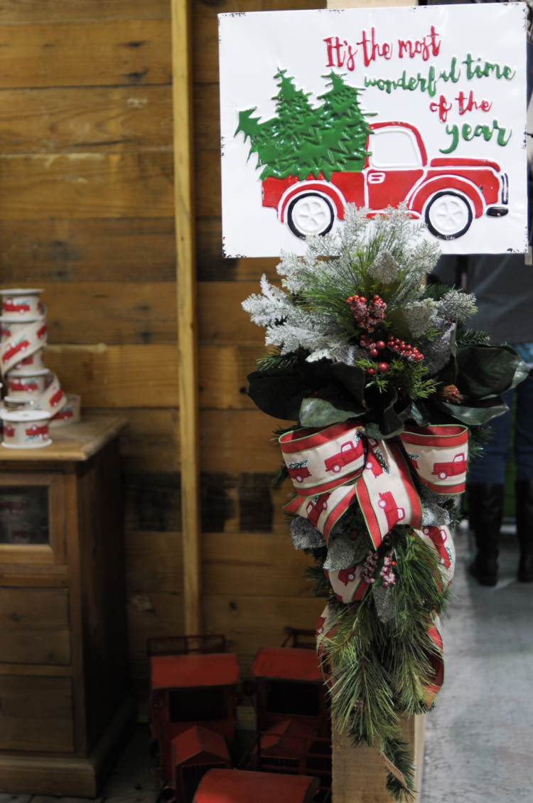 Christmas at the Warehouse: THE Premier Christmas Decor Destination for inexpensive, high quality farmhouse chic Christmas decor! @heathersdish #sponsored #guessandcompany #christmasatthewarehouse
