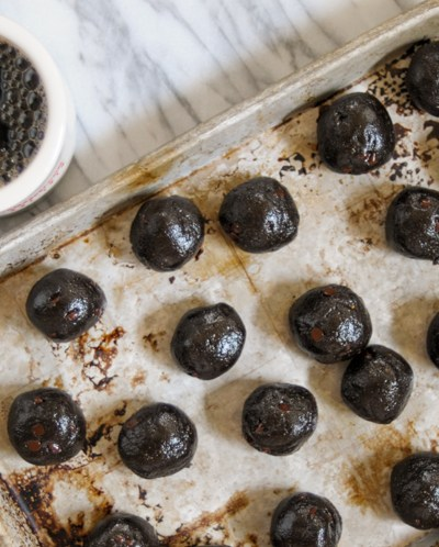 Low Carb Brownie Balls are deeply rich chocolatey treats that won't make you feel sluggish or guilty. They are the perfect way to get rid of that sweet tooth! @heathersdish #lowcarb #brownies