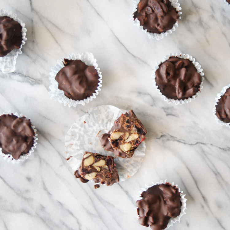 Chocolate Cranberry Macadamia Nut Bites are an incredibly delicious way to soothe a sweet tooth without too much sugar. Mix up a batch and store in the fridge for a delicious treat any time! @heathersdish #lesssugarsweetlife #lilyssweets