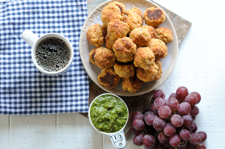 Homemade Turkey Sausage Cheese Balls take a sausage ball and turn up the flavor while turning down the calories. 99% lean ground turkey is the difference! @honestturkey @heathersdish