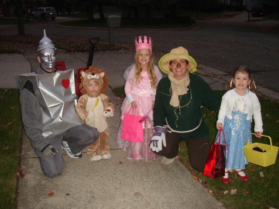 Happy Halloween! Wizard of Oz Family Halloween Costume