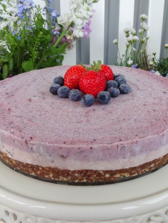 Raw Berry Cheesecake from Deliciously Ella