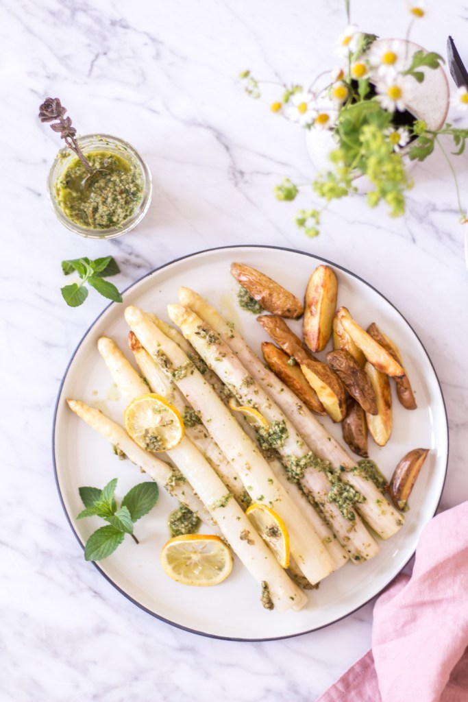 Quick oven-roasted asparagus with lemon pesto - 30 minute dinner - plant-based, vegan, gluten free, refined sugar free - heavenlynnhealthy.com