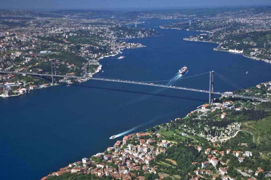 Bosphorus_boğaz-istanbul-two continents