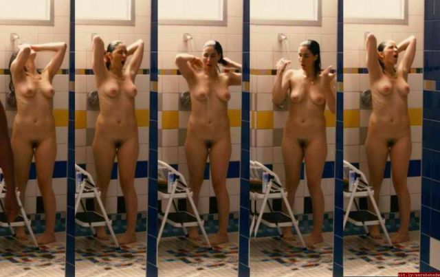 Sarah Silverman Naked In Shows Like Masters Of Sex Take This Waltz And I Smile Back If You Love Funny Women Who Can Act Take A Look At These Kristen Wiig