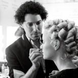 Make up-Artist Boris Entrup im Einsatz backstage bei Lena Hoschek (Foto Eva Maria Guggenberger)