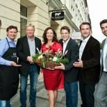 """Die erfolgreiche Gastro-Familie Grossauer feiert mit """"el Gaucho"""" Leitern Sherly und Bernd Schmitz die Eröffnung (Foto Werner Krug)"""