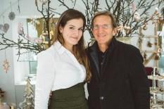 Schullin's Geschenke Leiterin Marie-Alice Seidel mit Hans Schullin (Foto Mario Sudy)