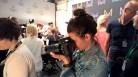 Fotografin Eva Maria Guggenberger im Einsatz bei MINX by Eva Lutz (Foto Hedi Grager)