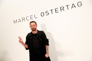 Designer Marcel Ostertag präsentierte seine Kollektion auf der New York Fashion Week. (Photo by Brian Ach/Getty Images)
