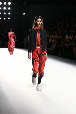 Anne Gorke auf der Mercedes-Benz Fashion Week Berlin (Photo by Andreas Rentz/Getty Images)