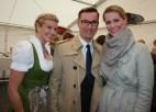 Isabella Edler und Klaus Weikhard mit seiner Caroline (Foto Christina Dow)