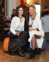 VITEO Outdoor Möbel Präsentation am GUT PÖSSNITZBERG - Top Model Kerstin Lechner mit Viteo Managing Director Susanne Gold (Foto Moni Fellner)