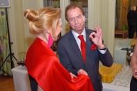 Charity-Event in der Französischen Botschaft: Pascale Teixeira da Silva mit Mr. Ferrari Heri Kasper (Foto Helmut Tremmel)
