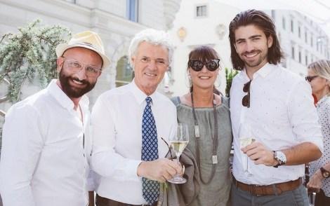 Promi-Friseur Dieter Ferschinger, Charly Temmel, Sylvia Baumhackl und Swen Temmel bei der Eröffnung des Cuisino Gastgartens (Foto Casinos Austria/Marija Kanizaj)