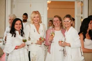 Mode-Expertinnen Carina Harbisch und Helga Kresnik, massgeschneidert-PR-Chefin Petra Leitner und Journalistin und Bloggerin Hedi Grager - Lillet-Picknick im Aiola im Schloss St. Veit (Foto Sarah Raiser)