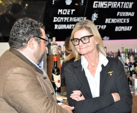 Präsentation der Sting-Weine im el Gaucho Graz - Journalistin und Bloggerin Hedi Grager im Gespräch mit Wein-Experten Andreas Andreadis (Foto Reinhard Sudy)