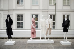 Strenesse bei 'Der Berliner Salon - Gruppenausstellung (Foto Getty Images für Der Berliner Salon)