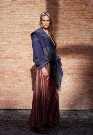 Model Birte Carolin Sebastian präsentiert Catharina Mende (Foto Monika Czosnowska)