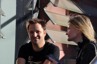 Schauspieler Philipp Hochmair im Gespräch mit Journalistin&Publisher Hedi Grager (Foto Reinhard Sudy)