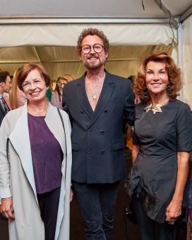 Eröffnungsabend der MQ Vienna Fashion Week 2019 - First Lady Doris Schmidauer, Designer Marcel Ostertag und Bundeskanzlerin Brigitte Bierlein (Foto Starpix /Alexander Tuma)