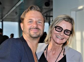 """Der großartige Schauspieler und """"Vorstadtmann"""" Philipp Hochmair mit Journalistin&Publisher Hedi Grager. (Foto Reinhard Sudy)"""