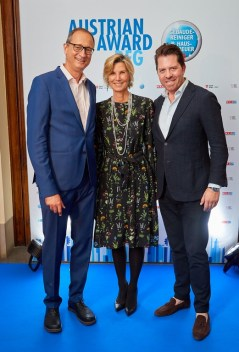 Art Award Verleihung 2019 - 25 Dr. Andreas Maillath-Pokorny, Desi Treichl-Stürgkh & Daniel Serafin (Foto Starpix /Alexander Tuma)