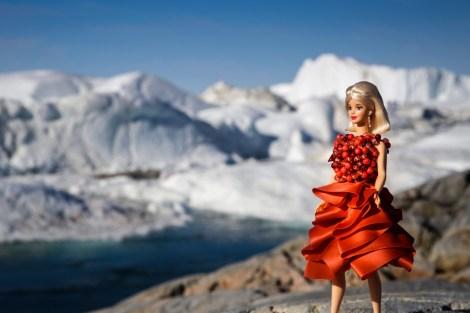 Barbie Puppen in Roben von Eva Poleschinski. (Foto Eva Poleschinski)