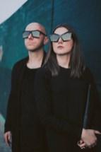 Anastasija und Martin Lesjak in New York mit den DIAMOND SHADES aus der GEOMETRIC COLLECTION des Labels 13&9 Design. (Foto Jason Lowrie)