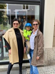 Kat for Cazal - Präsentation im BrillenQuartier Graz. Mit dabei Barbara Klein, Agenturchefin Weißes Papier und Julia Klinger, k desig. (Foto Tina Merlini)