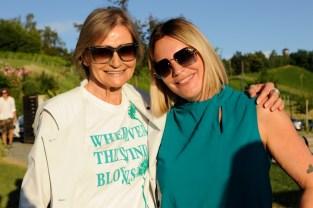 Fashion- und Brillen-Show am Kogel3. Hedi Grager mit Brillendesignerin Katharina Schlager. (Foto apresvino)