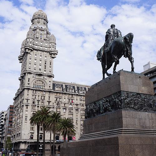 Uruguay Montevideo / Plaza Independencia - Palacio Salvo