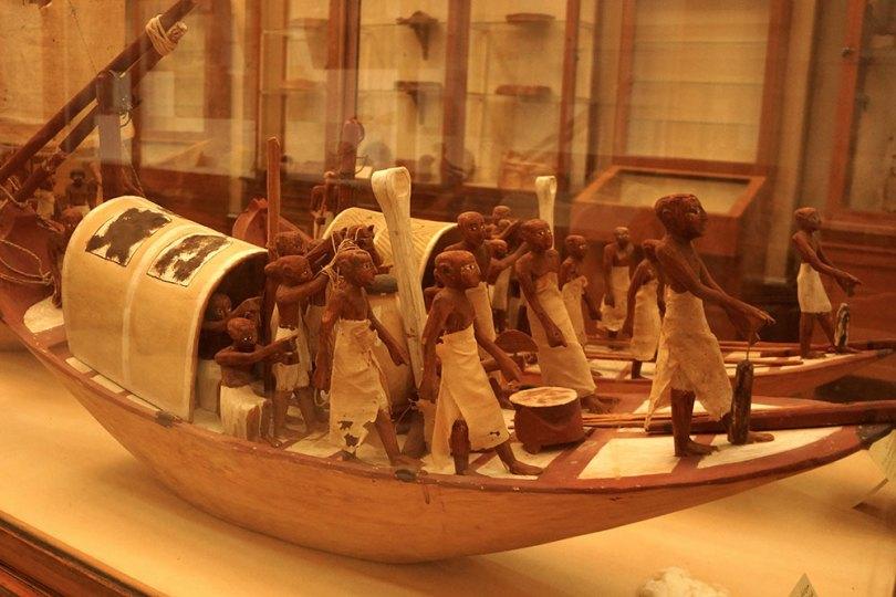 Musée égyptien du Caire - Modèle de barque en bois peint