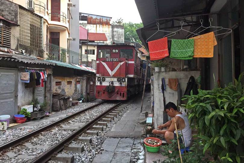 Passage du train rue Phung Hung
