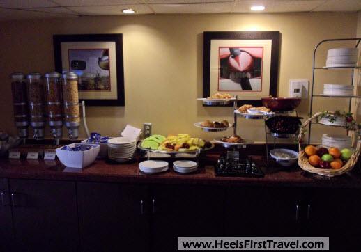 Sheraton Houston North Club Lounge Breakfast