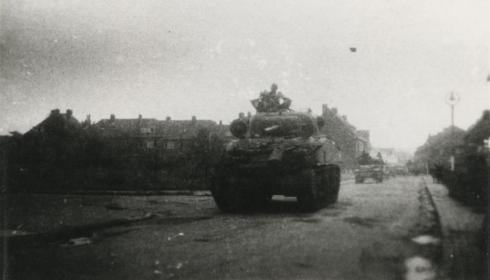 Bron: Rijckheyt.nl | Bekkerweg. Binnenkomst van de bevrijders in Heerlen op 17 september 1944.