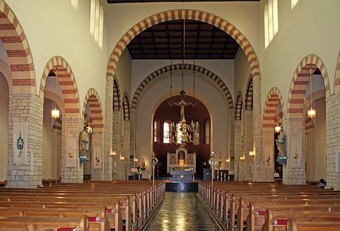 Bron: Kerkgebouwen-in-limburg.nl | Zicht op het priesterkoor (2007)