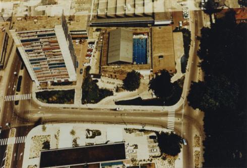 Bron: Rijckheyt.nl | Luchtfoto van het centrum van Heerlen. Sportfondsenbad in 1975.