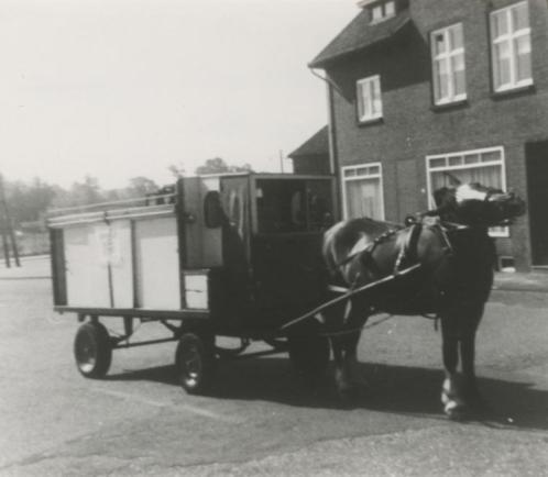 Bron: Rijckheyt.nl | Palenbergstraat. De laatste huis-aan-huisbezorging van melkhandelaar Schoenmakers in Palemig (ca. 1970)