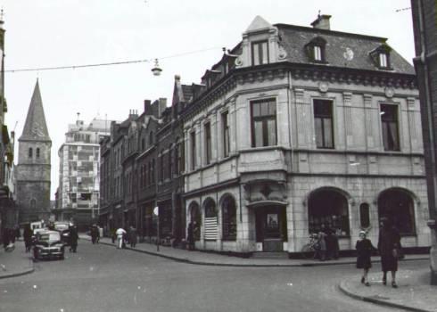 Bron: Rijckheyt.nl | Oranje Nassaustraat/hoek Dautzenbergstraat. Op de achtergrond de St.Pancratiuskerk en het Glaspaleis.
