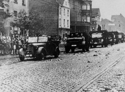 Bron: Rijckheyt.nl | Toegejuicht door de bevolking van Aken, trekken de Duitse troepen richting Heerlen. Hiermee is de bezetting van Nederland begonnen.