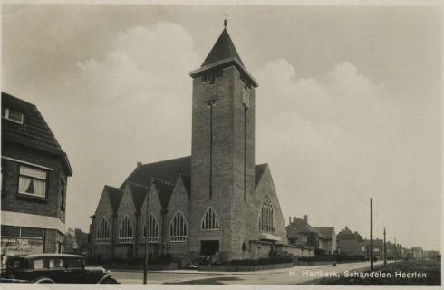 Bron: Rijckheyt.nl | Meezenbroekerweg. De H.Hartkerk van Jezuskerk.