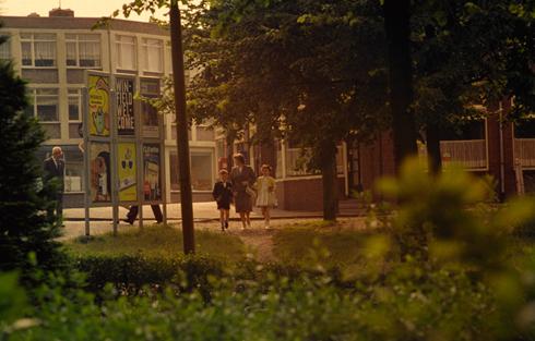Bron: Collectie Ton Hotterbeekx | 1. Op deze foto staat het reclamebord op de hoek van de van Lennepstraat en de Hofdijkstraat. Hier kun je nog zien, dat de van Lennepstraat nog aansluit op de Kerkraderweg. Op de achtergrond café Verwijlen.
