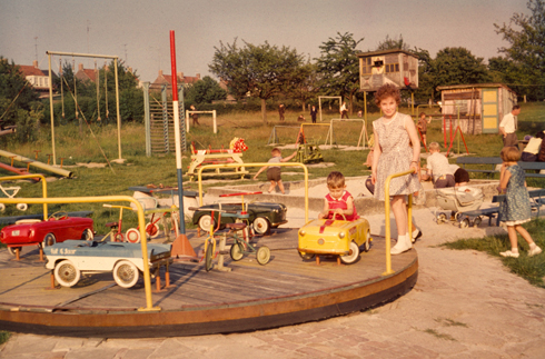 Bron: Collectie Ton Hotterbeekx | De speeltuin achter de kleuterschool.
