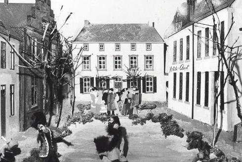 Bron: Rijckheyt.nl | Diorama van de Bongerd (±1880). Op de achtergrond huis De Luijff. Rechts hotel Cloot.