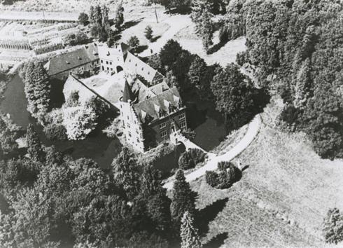 Bron: Rijckheyt.nl | Luchtfoto van kasteel Terworm na de Tweede Wereld Oorlog (1952).