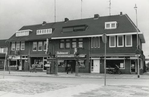 Bron: Rijckheyt.nl | Winkels op het pleintje in de Kasteellaan.